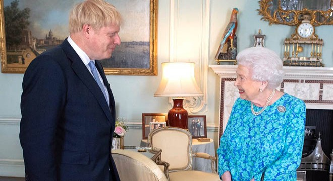 Kraliçe Elizabeth ten  Boris Johnson  mesajı